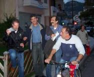 2010/10/21: Οι Β. Χατζηλάμπρου και Κ. Κούστας κατά την περιοδεία στη Ναύπακτο.