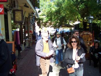 2010/10/25: Οι υποψήφιοι Μ. Παπαμιχαλοπούλου, Ν. Σακελλαρόπουλος και Π. Αρβανίτης στα Καλάβρυτα.