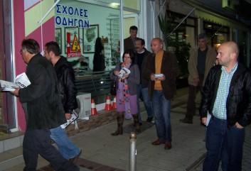 2010/10/29: Στιγμιότυπο από την περιοδεία της Αντίστασης Πολιτών στην Αμφιλοχία.