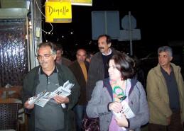 2010/10/29: Περιοδεία στην Αμφιλοχία. Σε πρώτο πλάνο, οι υποψήφιοι Μ. Αλεξανδράκης, Μ. Τριανταφύλλου και Ν. Στέλιος.