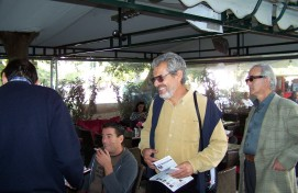 2010/11/02: Οι υποψήφιοι Νίκος Σακελλαρόπουλος και Τάσος Γεωργιτσόπουλος κατά την περιοδεία στο κέντρο της Πάτρας.