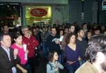 2010/11/04: Λόγω της μαζικής προσέλευσης στη συγκέντρωση έκλεισε η οδός Μαιζώνος.