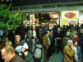 """2010/11/04: Μετά το τέλος των ομιλιών οι συζητήσεις στα """"πηγαδάκια"""" κράτησαν για ώρα"""