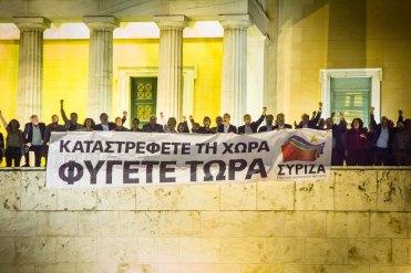 2012/11/07: Η Κοινοβουλευτικη Ομαδα του ΣΥΡΙΖΑ-ΕΚΜ βγαινει απο τη Βουλη για να ενωθει με τους διαδηλωτες στο Συνταγμα