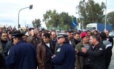 2013/02/15: Απο τη συγκεντρωση διαμαρτυριας των αγροτων στην Περιφερειακη Διευθυνση της ΔΕΗ στην Πατρα