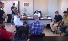 2013/06/26: Ο Β. Χατζηλαμπρου μαζι με τους εργαζομενους της Group 4 στη συναντηση με τον περιφερειαρχη Δ. Ελλαδας, για τις απολυσεις στην εταιρεια