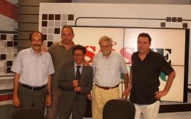 2013/09/06: Β. Χατζηλαμπρου, Γ. Αρχοντοπουλος (πρ. ΕΥΑΘ), Θ. Δριτσας με τον υπουργο Πολιτισμων της Βολιβιας Pablo Cesar Groux Canedo (κεντρο) στην ΕΤ3