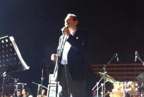 2013/11/10: Ο Β. Χατζηλαμπρου απευθυνει χαιρετισμο στη συγκεντρωση του Συνταγματος, ανημερα της ψηφοφοριας της προτασης δυσπιστιας