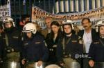 2013/11/09: Οι βουλευτες Ζ. Κωνσταντοπουλου και Β. Χατζηλαμπρου κατα τη διαρκεια του δελτιου ειδησεων της ΕΡΤ μετα την απωθηση τους απο την αστυνομια