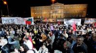 2013/11/10: Απο τη συγκεντρωση που καλεσε στο Συνταγμα ο ΣΥΡΙΖΑ ανημερα της ψηφοφοριας της προτασης δυσπιστιας στην κυβερνηση