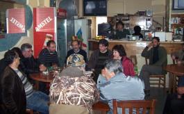 2014/03/08: Στιγμιοτυπο απο τη συναντηση του Β. Χατζηλαμπρου και του κλιμακιου του ΣΥΡΙΖΑ με αγρότες στο Λαμπετι Ηλειας