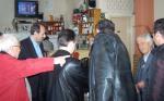 2014/04/03: Β. Χατζηλαμπρου και Κ. Κουστας κατα την περιοδεια στην αγορα της Αμφιλοχιας