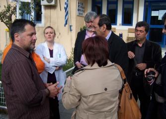 2014/04/05: Απο την επισκεψη του κλιμακιου του ΣΥΡΙΖΑ στο Κεντρο Υγειας Θερμου