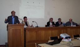 2014/04/11: Ο Β. Χατζηλαμπρου μιλα στη θεματικη εκδηλωση για την κοινωνικη οικονομια που οργανωσε η Αντισταση Πολιτων, με ομιλητες τους Γ. Ριζοπουλο, Κ. Λαμπροπουλο, Δ. Καπογιαννη. Κέντρο: ο συντονιστης, καθηγητης Λ. Μαρουδας