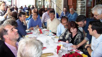 2014/04/14: Ο Β. Χατζηλαμπρου με τους υποψηφιους αντιπεριφερειαρχες Δ. Μπαξεβανακη, Κ. Γαβριηλιδη, Κ. Κουστα στο τραπεζι μετα την περιοδεια του Αλ. Τσιπρα στο Μεσολογγι