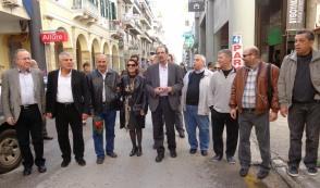 2014/11/17: Το κλιμακιο του ΣΥΡΙΖΑ Αχαϊας μετα το περας των εκδηλωσεων μνημης εξω απο το κτηριο της παλιας Ασφαλειας Πατρων