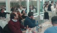 2015/01/05: Ο Β. Χατζηλαμπρου και ο δημαρχος Πατρεων Κ. Πελετιδης παρακολουθουν το χορευτικο στην εκδηλωση νεων της Ενωσης Βορειοηπειρωτων