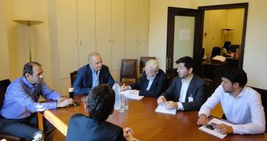 2015/06/25: Απο τη συναντηση αντιπροσωπειας της Επιτροπης Αμυνας και Εξωτερικων με τον ιστορικο και καθηγητη Λουις Μπριτο Γκαρσια και τον πρεσβη της Μπολιβαριανης Δημοκρατιας της Βενεζουελας στην Ελλαδα F. Fernadez
