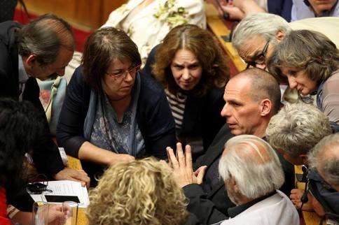 2015/06/27: Στη συνεδριαση της Βουλης για το δημοψηφισμα, με τον Γ. Βαρουφακη που μολις εχει επιστρεψει απο το Eurogroup