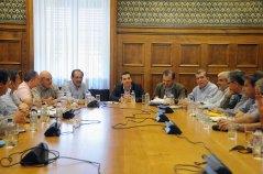 2013/04/30: Στιγμιοτυπο από τη συναντηση του Αλ. Τσιπρα και βουλευτων του ΣΥΡΙΖΑ-ΕΚΜ με τα σωματεια της αμυντικης βιομηχανιας