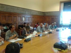 Στιγμιότυπο από τη συνάντηση της ΕΚΚΕ Άμυνας του ΣΥΡΙΖΑ με τους απλήρωτους εργαζόμενους της Ηλεκτρομηχανικής Κύμης