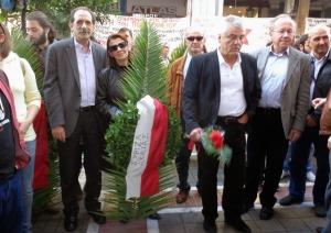 Οι βουλευτές Αχαϊας του ΣΥΡΙΖΑ Μ. Κανελλοπούλου και Β. Χατζηλάμπρου πριν καταθέσουν στεφάνι στο Παράρτημα του Πανεπιστημίου Πατρών